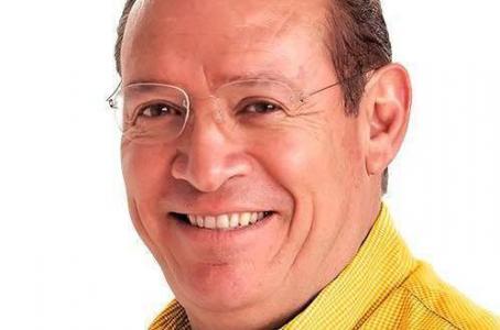 RENUNCIA PEDRO DE LEÓN A CANDIDATURA INDEPENDIENTE;  LO ARROPA EL PRD